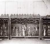Gammalt altarskåp. Före restaurering.