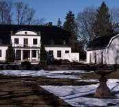 Huvudbyggnaden med annex på Påskallaviks herrgård.