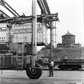Statens Järnvägar, SJ Slps 4327005-4. Göteborg Norra, containerterminal. I bakgrunden syns Skansen lejonet