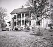 En tvåvånings träbyggnad som tidigare var gästgivaregård.