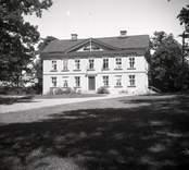 Misterhults socken, gård i Lunäs. Huvudbyggnad med Tympanon, träfasad och Lunett