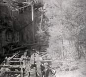 Rester av arbetsplattformar vid Solstad, gruva.