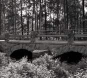 Bro över Gunnaboån vid Maltebo i Nybro kommun. Foto, uppströms från norr.