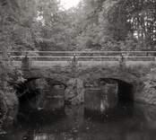 Bro över Hagbyån vid Anebo i Nybro kommun. Foto, uppströms från nordnordväst.