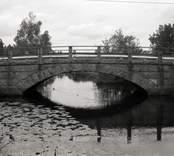 Bro över Ljungbyån (Fäbron) vid Flerohopp i Nybro kommun. Foto, nedströms från söder.