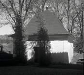 Elferhults gravkor vid Döderhults kyrka. Tillhör T F Rudebeck.