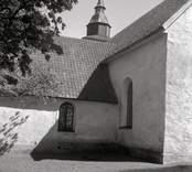 Exteriör av sakristian på Döderhults kyrka.