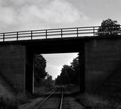 Bro över järnväg vid åsa, mellan Klämna och Oskarshamn i Oskarshamns kommun. Foto, från västsydväst.