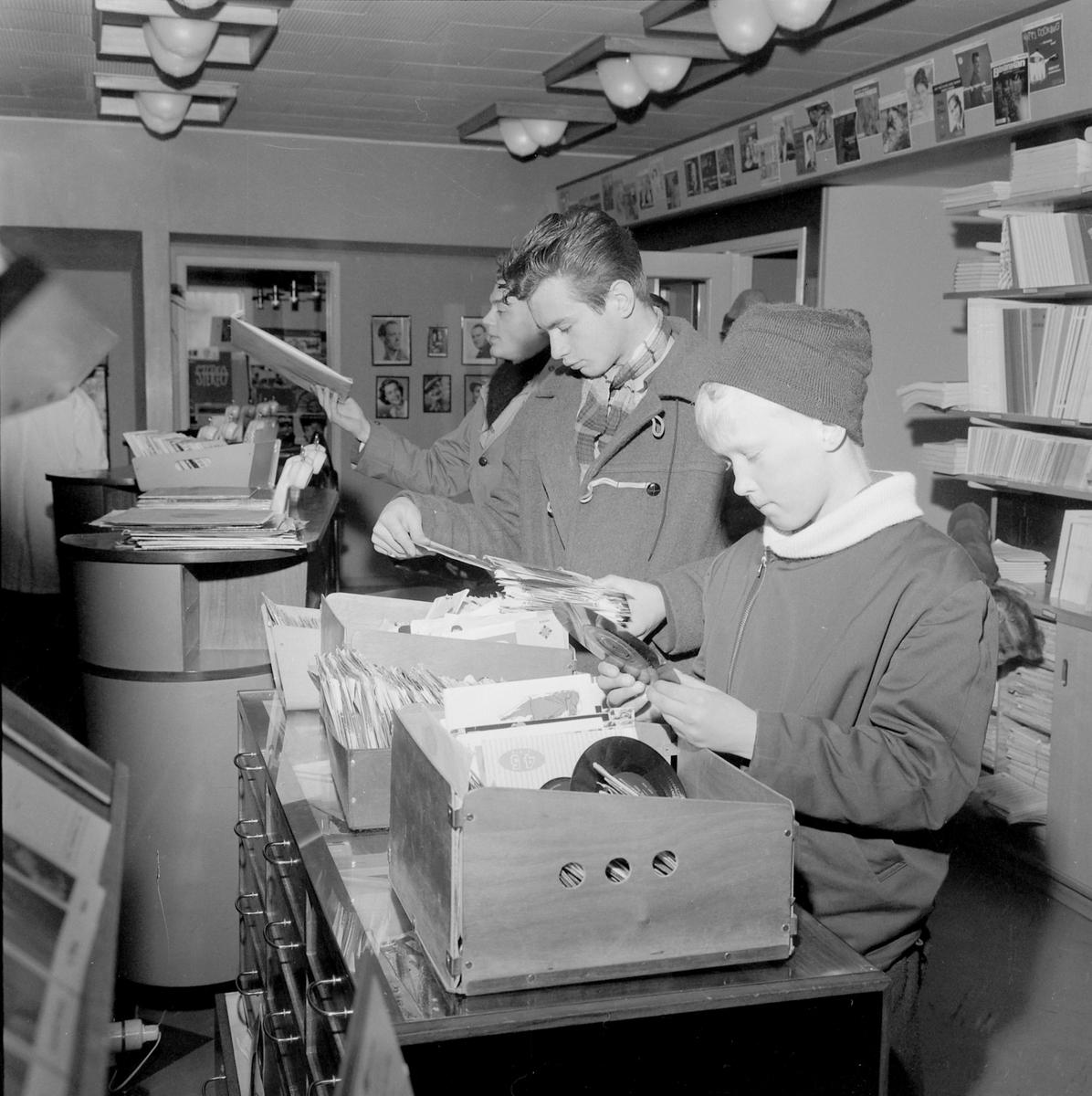 Olaf T. Ranum - billigsalg på grammofonplater (Foto/Photo)