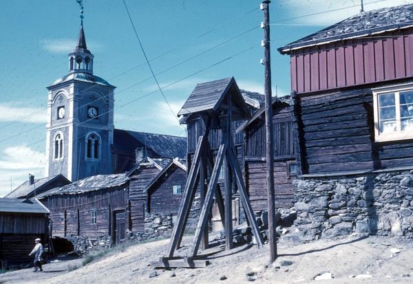 Hyttklokka med Røros kirke i bakgrunnen. (Foto/Photo)