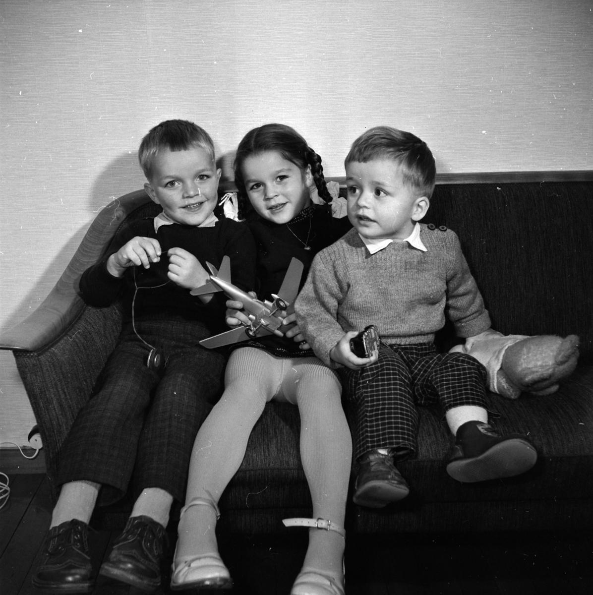 UKJENT FAMILIE, BARN.  (Foto/Photo)